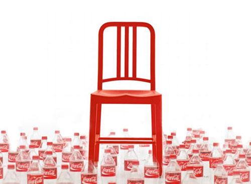 la chaise design 111 navy collaboration entre emeco et coca cola le blog epure design. Black Bedroom Furniture Sets. Home Design Ideas